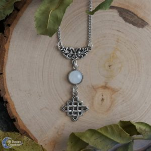 Celtic-White-Witch-Jade-heks-ketting-spiritueel-SBDesignsCreations-1