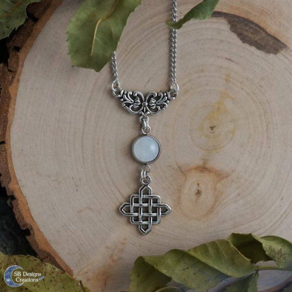 Celtic-White-Witch-Jade-heks-ketting-spiritueel-SBDesignsCreations-1