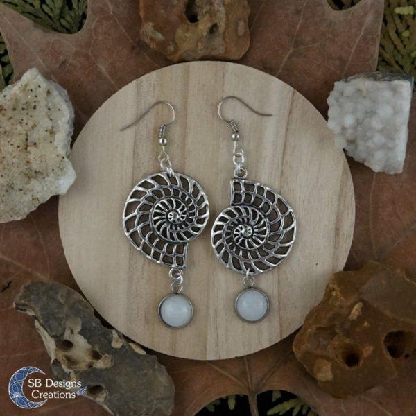 Nerissa-Schelp-Zee-oorbellen-Witte-Jade