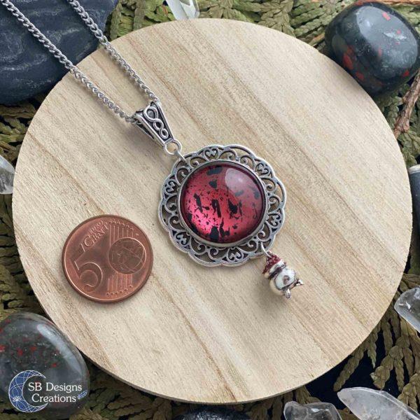 Heksen-ketting-hekserij-sieraden-pagan-bordeaux-rood-keteltje-3