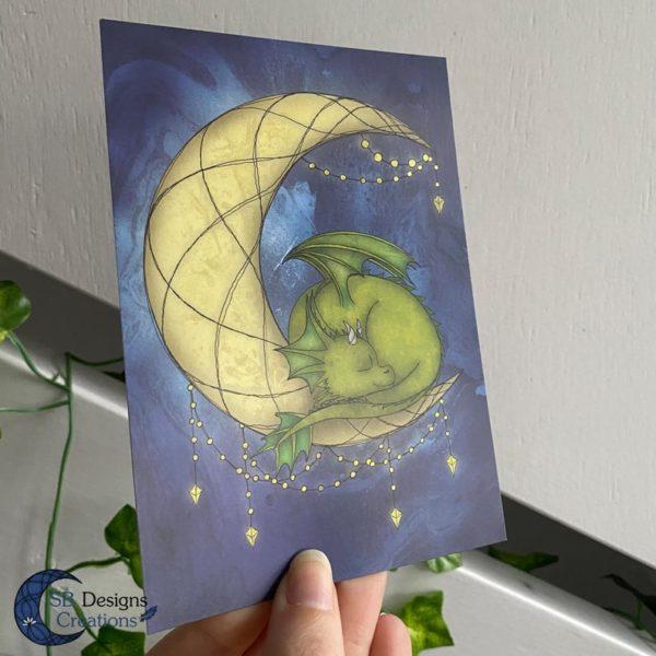Maandraak-Maandraakje-Baby-Draakje-Groen-Art-Ansichtkaart-Fantasy-2