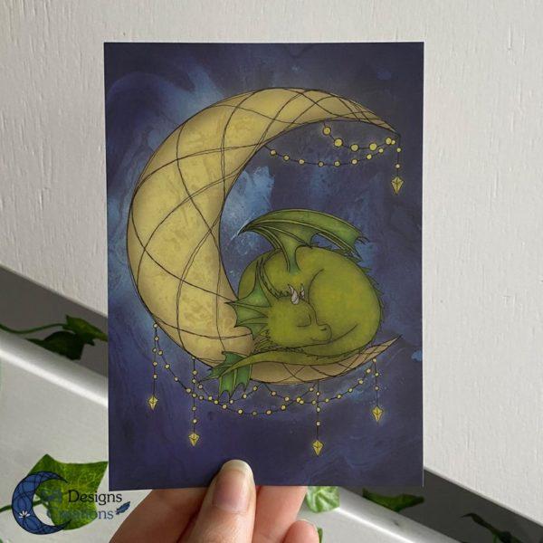 Maandraak-Maandraakje-Baby-Draakje-Groen-Art-Ansichtkaart-Fantasy