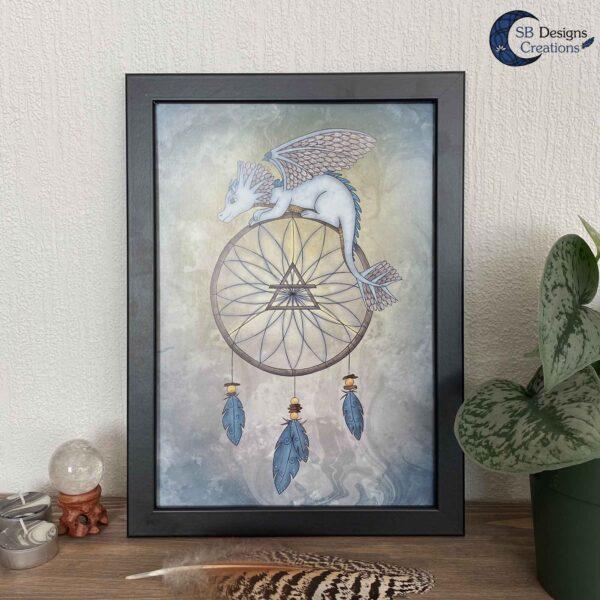Dromenvanger Draakje Lucht Artprint A4 SBDesignsCreations Baby Draakje Fantasy Art-4
